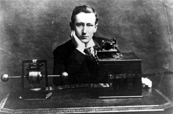 Gugliemo Marconis su savo belaidžiu telegrafu