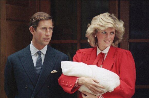 Princesė Diana 1984-ųjų rugsėjo 16-ąją visuomenei pristatė antrą sūnų Harry