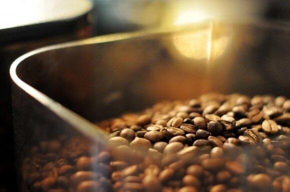 Ūkininkams kaupiant pupelių atsargas, kavos stoka kelia galvos skausmą pardavėjams
