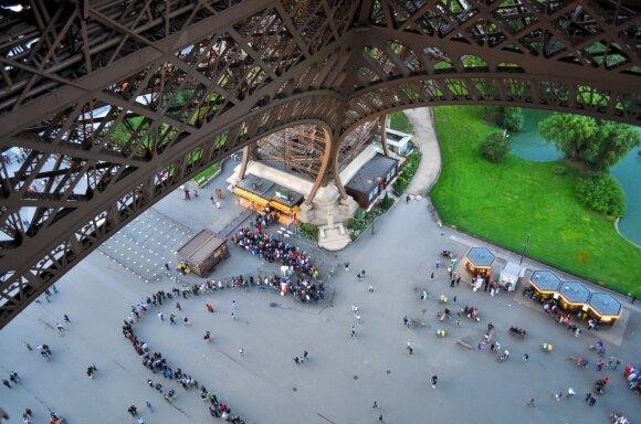 Eifelio bokštas po darbuotojų streiko vėl priima lankytojus