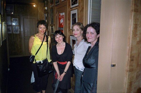 Virginija Kelmelytė, Neringa Bulotaitė, Isabelle Huppert, Diana Anevičiūtė Paryžiuje, 2008