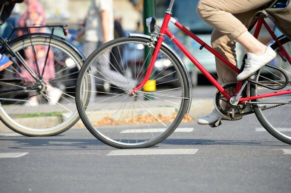 Svarbi žinia pėstiesiems ir dviratininkams: pažeisdami šias taisykles sukeliate pavojų sau ir kitiems