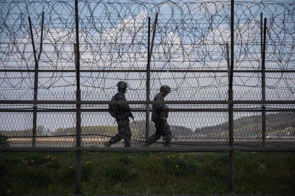 Pietų Korėjos kariai prie demarkacinės linijos