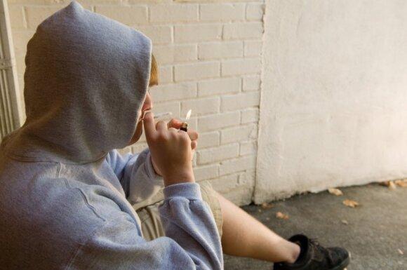 Apnuogino mokyklų ydą: nesunkiai rasi tai, ką suaugusieji perka slapčia