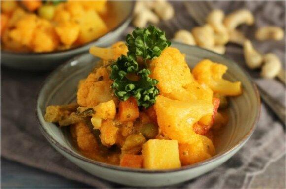 Pasiilgusiems vegetariškos vakarienės: troškinti žiediniai kopūstai pomidorų padaže