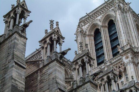 Švč. Dievo Motinos katedros fasadas