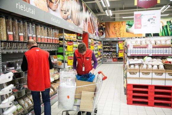 Prabilo prekybos centro darbuotojas: darbo sąlygos čia primena lagerį