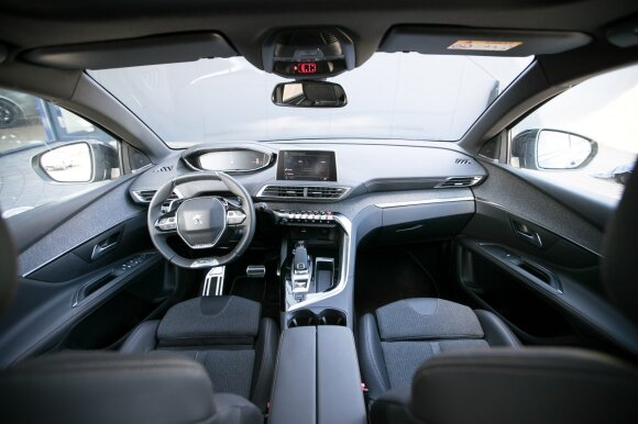 """Drąsus ir modernus interjeras – skiriamasis naujųjų """"Peugeot"""" SUV modelių bruožas"""