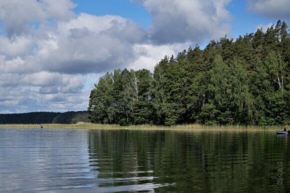 Ežeras. Baltieji Lakajai