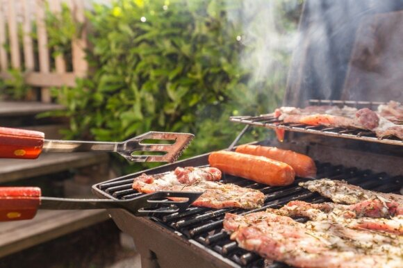 Grilio sezonas atidarytas: kaip išvengti dažniausių mėsos marinavimo ir kepimo klaidų