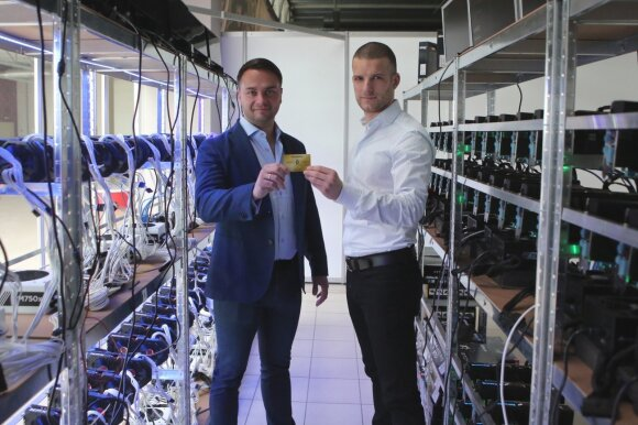 """Tomas Čivilis, """"Elektromarkt"""" parduotuves valdančios bendrovės """"GV group"""" vadovas ir Ignas Dučinskas, """"Elektromarkt"""" kriptovaliutų ekspertas"""