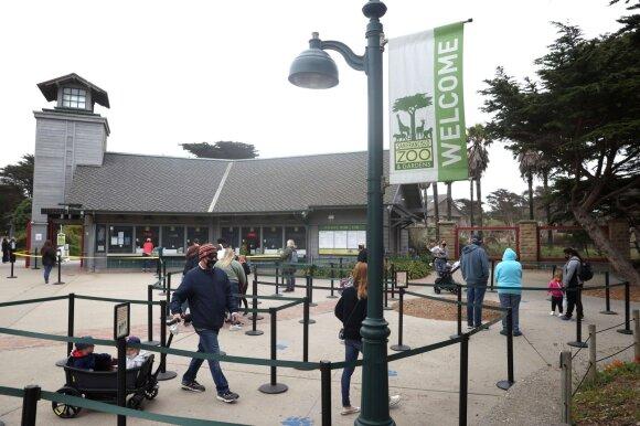 Lankytojai prie San Fransisko zoologijos sodo