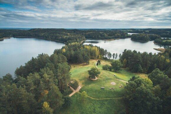 Aplankykite 8 ežerų apsuptą gamtos perlą: vilioja natūralia gamta ir vandens pramogų gausa