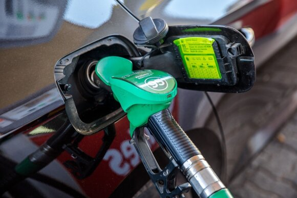 Degalų kaina žiemą: ekspertai tikina, kad vairuotojai pokyčių nepajus