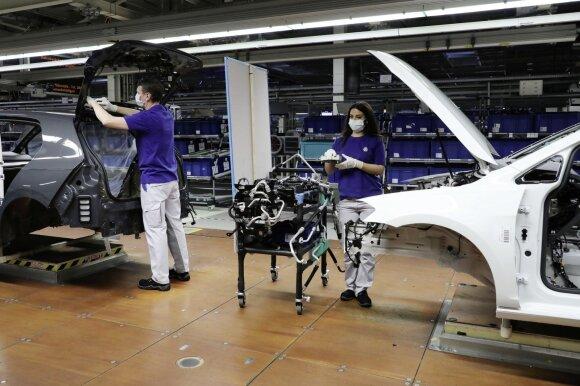"""""""Volkswagen"""" ir """"Audi"""" tęs darbus karantino metu"""