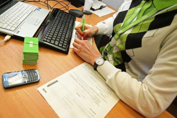 Moterį papiktino bankų veikla karantino metu: tai yra siaubinga ir netoleruotina