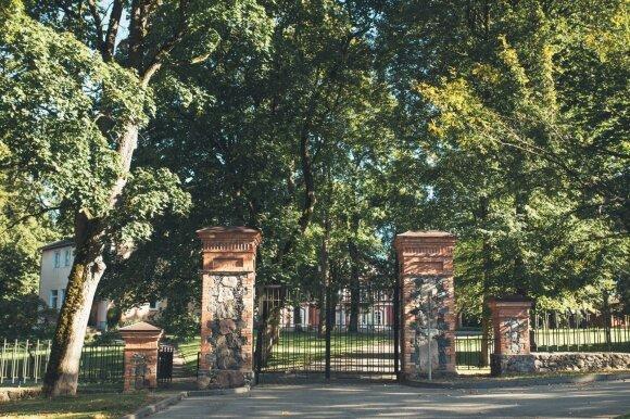 Alantos dvaras – itališka vila Molėtų rajone: rudens spalvomis nusidažęs įspūdingas parkas nepaliks abejingų