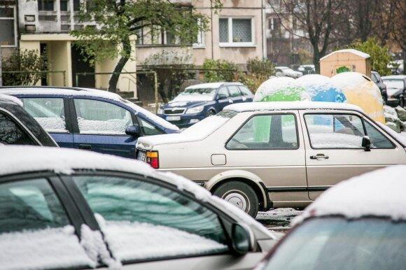 Sovietmečio palikimo problema – ankštos daugiabučių kiemų aikštelės automobiliams