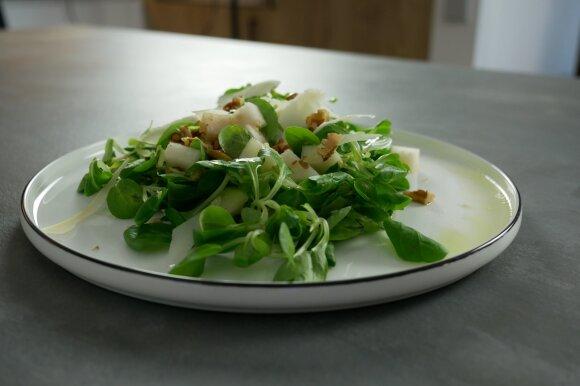 Itališkos kriaušių ir parmezano sūrio salotos