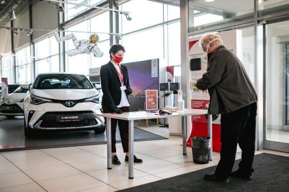 """Visoje Lietuvoje darbą atnaujino """"Toyota"""" salonai"""