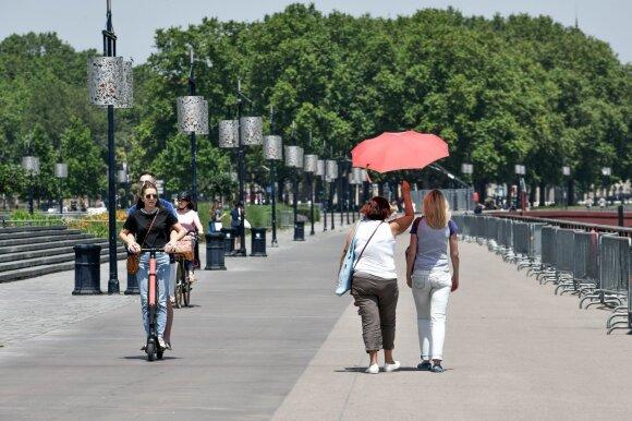 Europoje – visų laikų karščio rekordai: ragina atidėti keliones, paskelbtas raudonasis grėsmės lygis