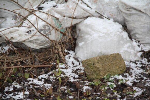 Kaimyną įtaria nuodijant visą gyvenvietę: pavojingų medžiagų kiekis gali būti didžiulis