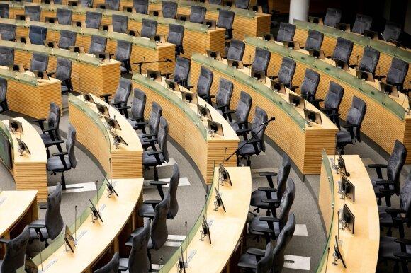 Nutylėtas skandalas: iš Seimo pasitraukė keturis rinkėjus už degtinės butelį papirkusi Olševskio patarėja