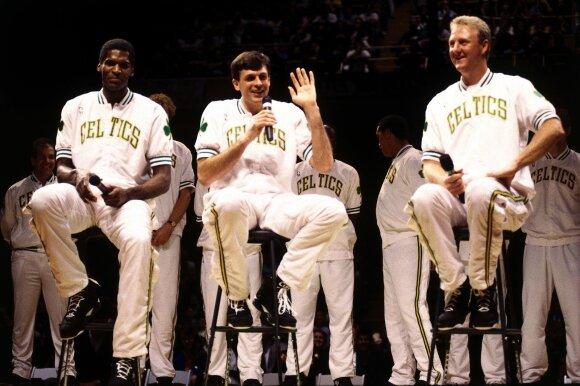 Iš kairės: Robertas Parishas, Kevinas McHale'as ir Larry Birdas.