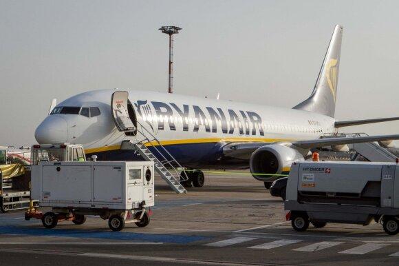 """Iškėlė versiją dėl atšaukiamų """"Ryanair"""" skrydžių: gudrauja keleivių sąskaita"""