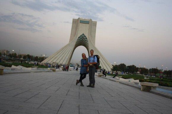 Mėnesį iraniečių šeimose gyvenę lietuviai: mums neleido gyventi viešbučiuose, vaišino ir nešė dovanas