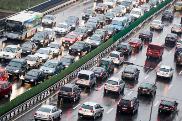 Pirštu dūrė į įstatymų spragą: civilinės atsakomybės automobilio draudimas – privalomas, bet galioja ne visada