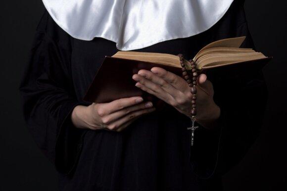 Skandalas, apie kurį Lietuva turėjo nesužinoti: seseris vienuoles kaltina nuslėpus baisią paslaptį