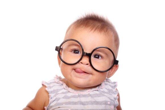 Kūdikių regėjimas: kada jie pradeda skirti spalvas ir kokie simptomai byloja apie ligą