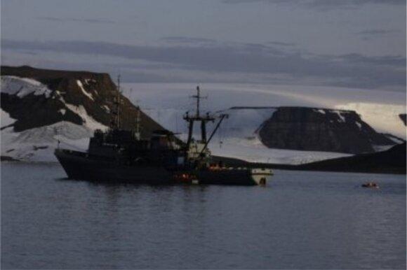 Arktyje jūros vėplio nuskandinta rusų valtis