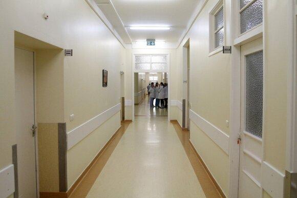 Nesuvokiamas slaugytojos elgesys: veždama vaiką į ligoninę sustojo braškių ir užsuko namo