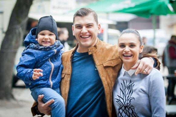 Ieva ir Rolandas Mackevičiai su sūneliu Motiejumi