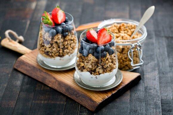 Naminė granola – sveikiausi ir greičiausi pusryčiai, kuriuos lengvai pasigamins kiekvienas