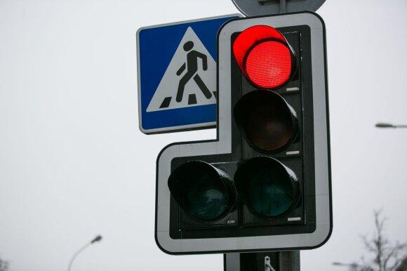Susirūpino KET pakeitimais nuo lapkričio 1-osios: taisyklės posūkiams į dešinę keičia ir judėjimą į kairę