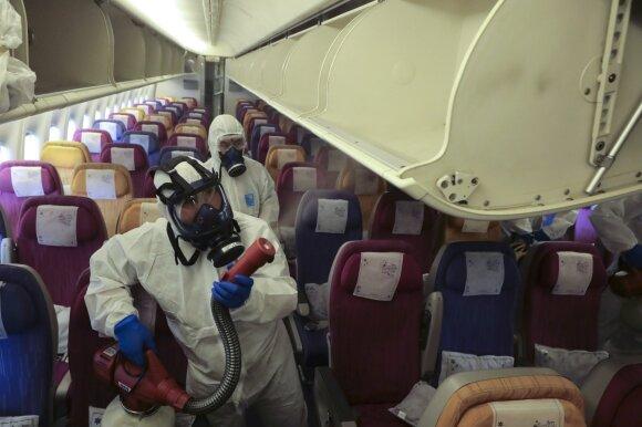 Kovoje su virusu oro linijos griebiasi stipriausių pasaulyje dezinfekcijos priemonių