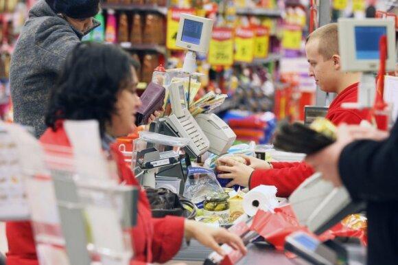 Karantinas paskatino prekybos tinklus padidinti algas: kur kasininkams mokama daugiausia