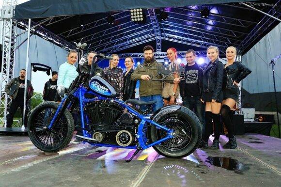 "Best Bobber – 2001 m. Harley Davidson FXSTS. Autorius: ""Killer Custom"", Pėdžiai."