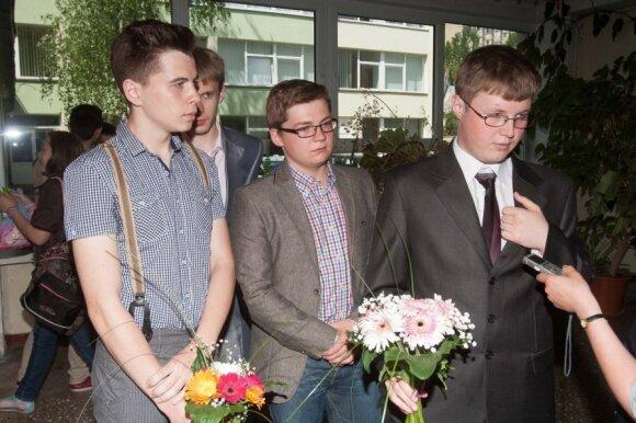 Последний звонок в русской школе: выпускников влечет заграница