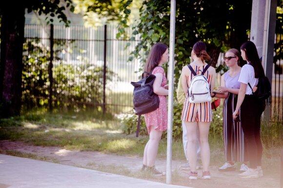 Vilniaus abiturientai įvertino matematikos egzaminą: pusė velnio, jeigu čia ne keiksmažodis