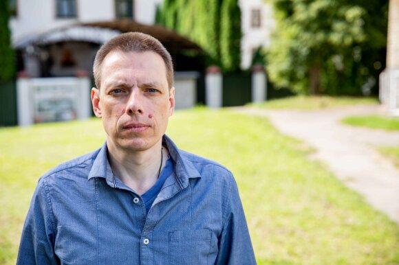Семь лет без документов: гражданин России голодает у российского посольства в Литве