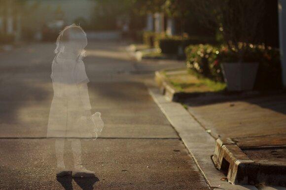 Tėvui grąžintos trys mažametės išgyveno tikrą pragarą: socialiniams darbuotojams jokių įtarimų nekilo