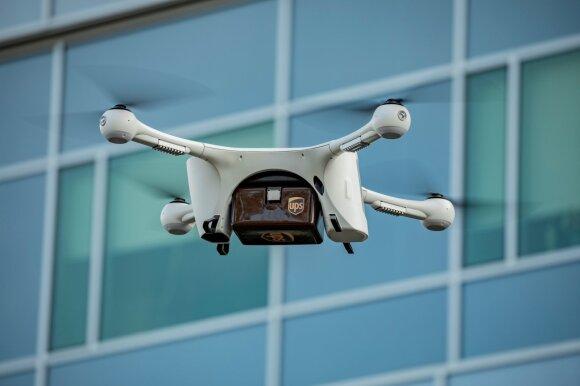 Prekes pristatantis dronas