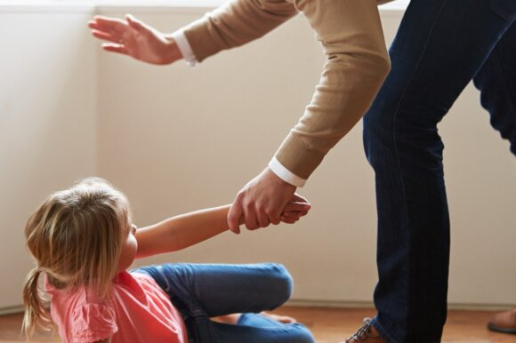 Penktokės mama neištvėrė: direktorius kasmet pasirenka po naują auką