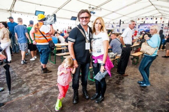 Antanas ir Daina Bosai su dukrele