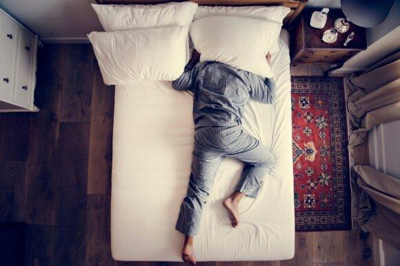 Jeigu kankina nemiga, neskubėkite griebtis vaistų: patarė, kaip užmigti natūraliai