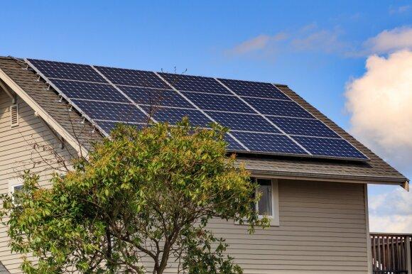 Tūkstančiai saulės jėgaines įsirengusių gyventojų gavo didesnius tarifus: atsipirkimo neįmanoma prognozuoti